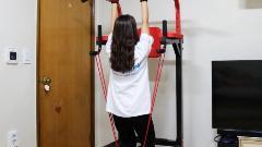 치닝디핑 운동기구 중 실내 철봉 설치해서 어깨운동 하는 중 :D (헬스장갑 필수!)